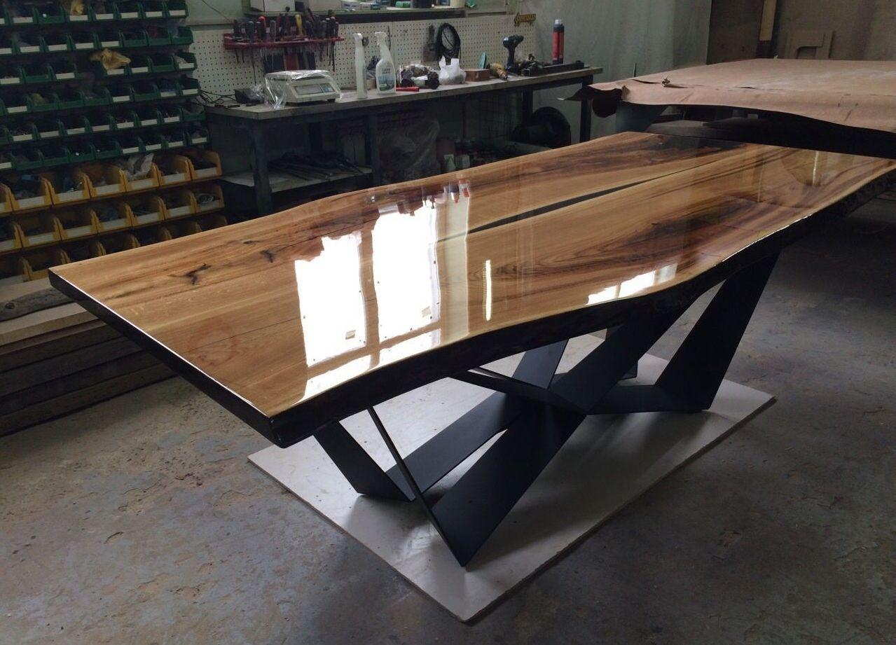 Изготовление столов из дерева и эпоксидной смолы в Екатеринбурге - столярная мастерская Treelogia