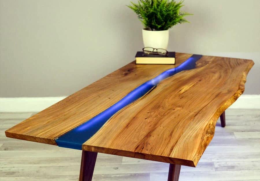 Деревянный стол с эпоксидной смолой в Екатеринбурге - столярная мастерская Treelogia