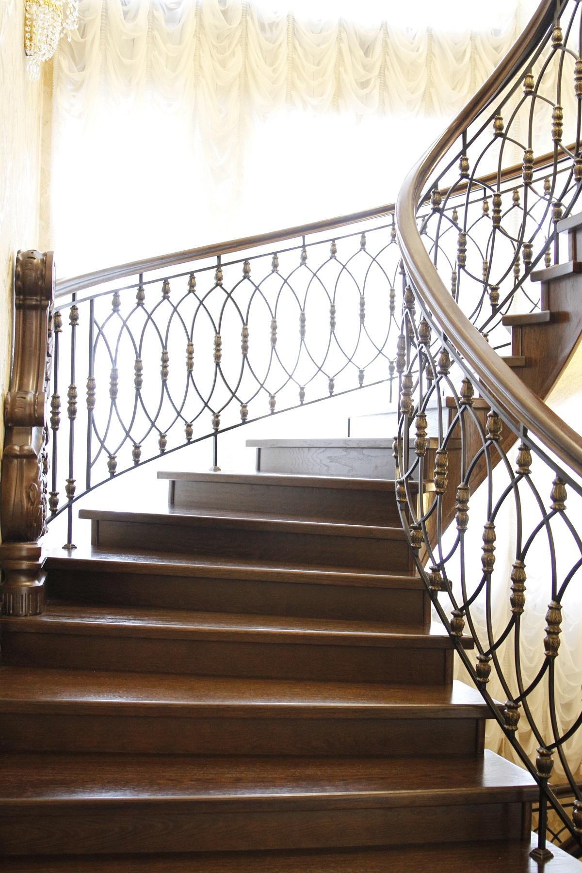 Деревянные лестницы на заказ в Екатеринбурге - столярная мастерская Treelogia