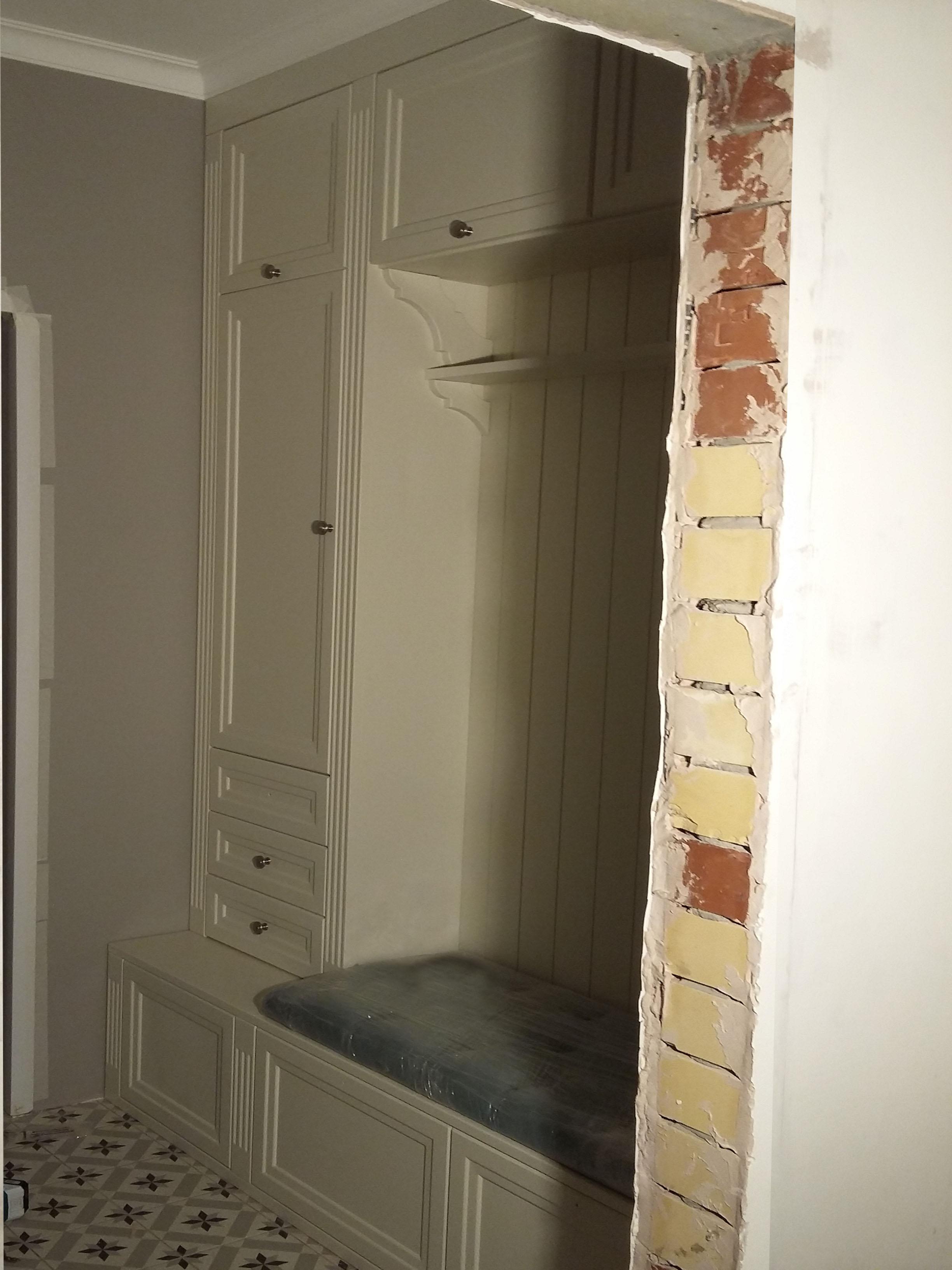 Гардеробная в коридор на заказ в Екатеринбурге
