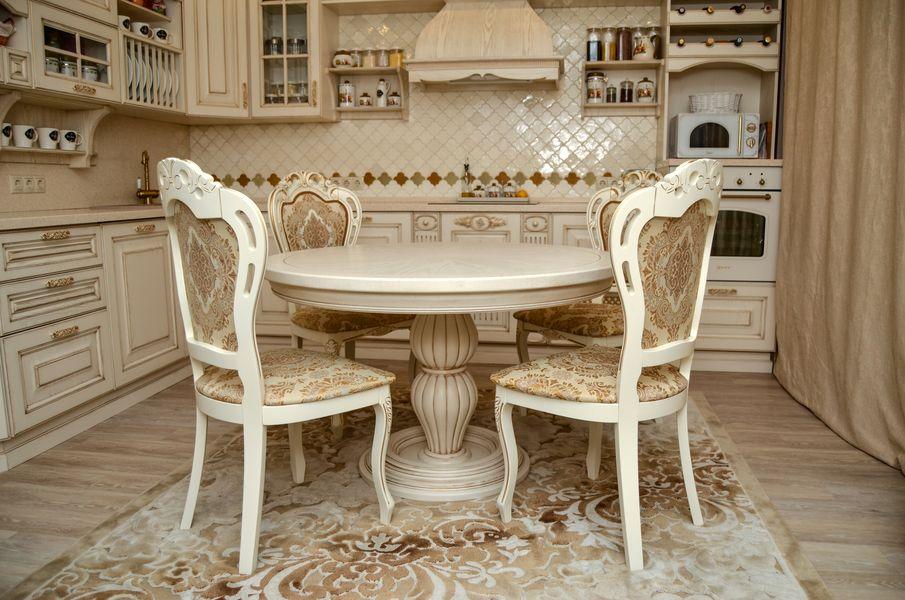 Кухонный стол и стулья из дерева под заказ - столярная мастерская Treelogia