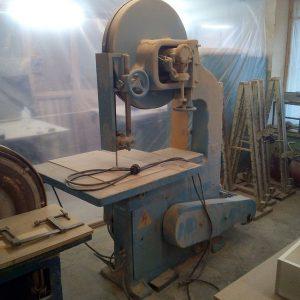 Один из станков в столярной мастерской