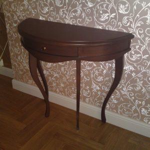 Пристенный столик на заказ в Екатеринбурге