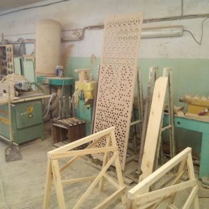 Заготовки и оборудование в мастерской