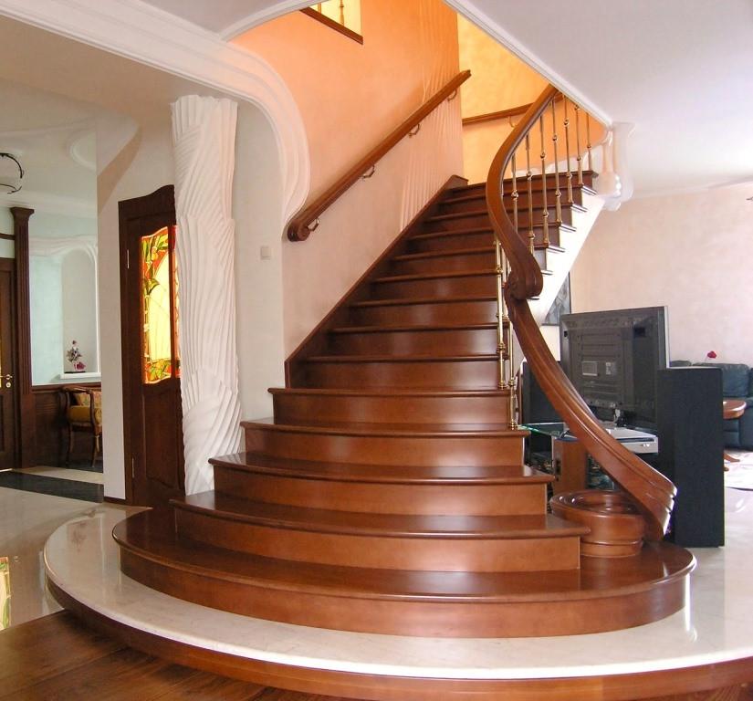 Деревянная лестница на заказ - столярная мастерская Treelogia