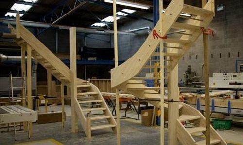 Изготовление деревянных лестниц на заказ - столярная мастерская Treelogia