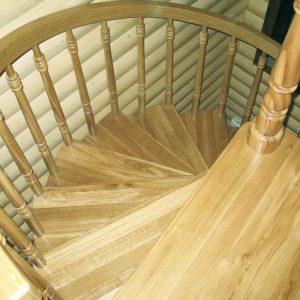 Изготовление винтовых лестниц для коттеджа