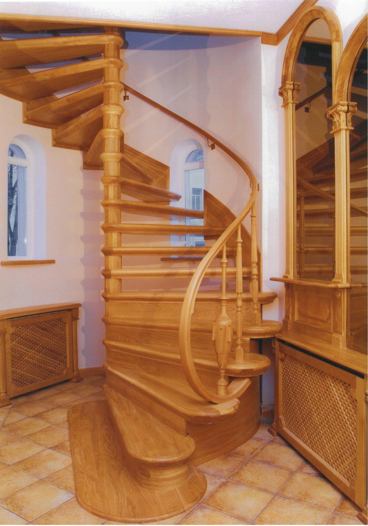 Изготовление винтовых лестниц в загородный дом