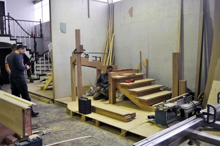 Заказать лестницу из дерева в Екатеринбурге