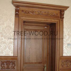 двери в стиле классика с резьбой из дуба