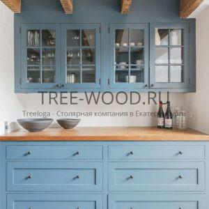 кухня в стиле классика изготовлена из мдф с деревянной столешницей